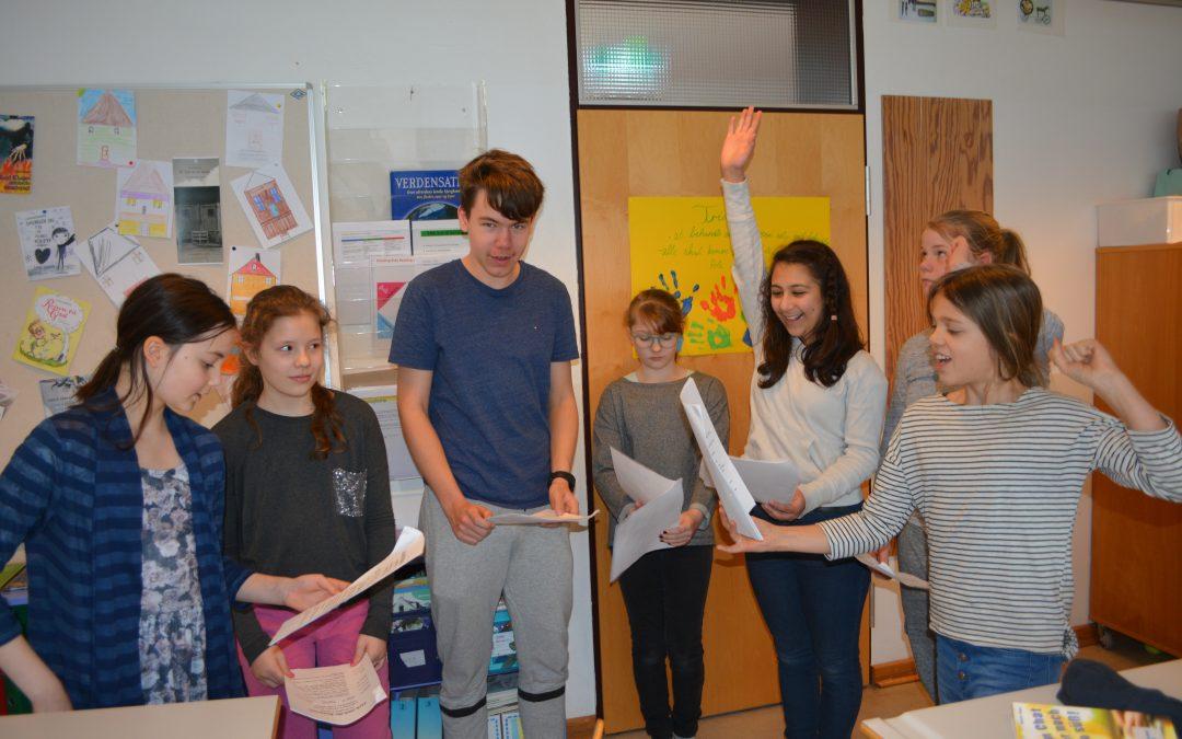 Hanved Danske Skole læser klassiske eventyr for børn på engelsk